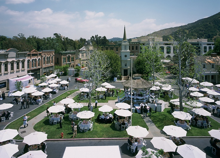 Aerial image of the Stars Hollow town square during an event
