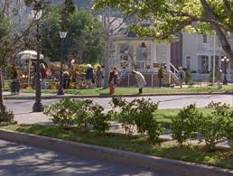 Spontaneous gatherings occurring in the Stars Hollow town square