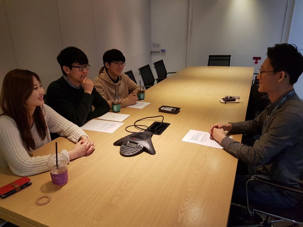 아산나눔재단 스타트업팀의 이희상 매니저와 KE 기자들