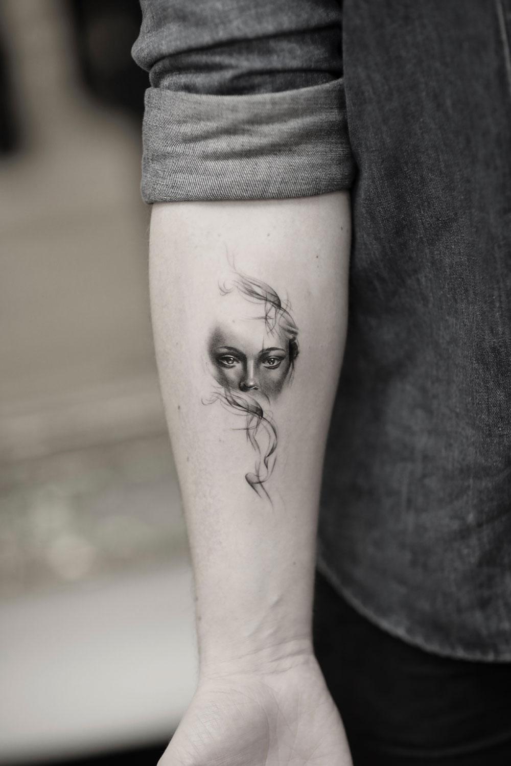 Woman-Protrait-by-Alessandro-Capozzi-in-Aureo-Roma-Tattoo-&-Gallery.jpg