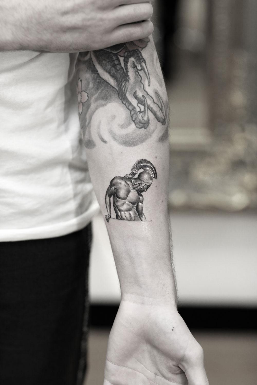 Statue-Micro-by-Alessandro-Capozzi-in-Aureo-Roma-Tattoo-&-Gallery.jpg