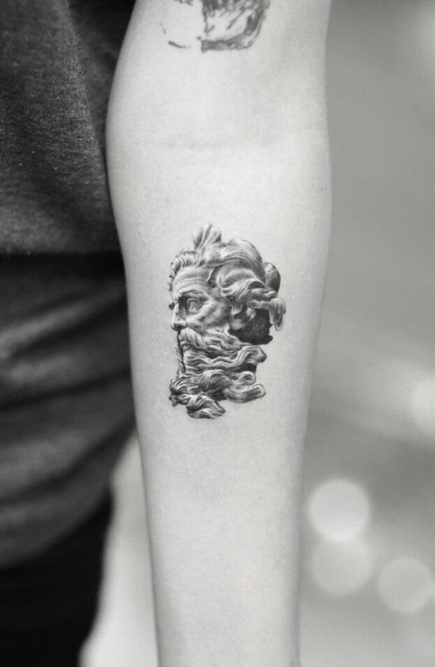 Single-Needle-God-by-Alessandro-Capozzi-in-Aureo-Rome-Tattoo-&-Gallery.jpg