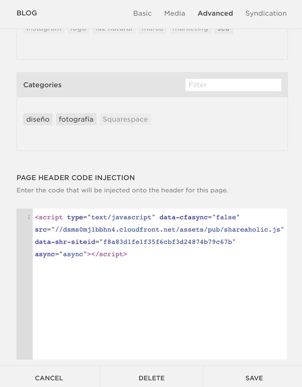 Aquí puedes pegar cualquier código que quieras que se aplique solo al blog, como el de los íconos para compartir en redes sociales de SumoMe o Shareaholic.