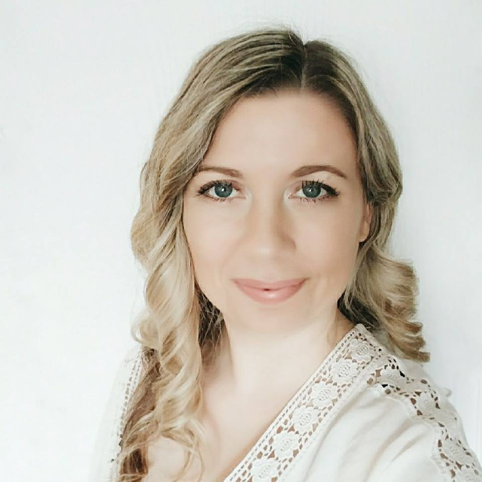 I'm Amanda Jane   I'm an artist and interior designer focusing on nursery and children's art and decor. I live in Southwestern Ontario, Canada (just west of Toronto). My passion is to make all things pretty and I am obsessed with faux fur and strong coffee! I hope to inspire you to create the perfect space for your child.