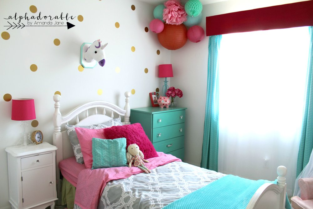 Fun Turquoise, Hot Pink and Gold Girl\'s Bedroom Design ...