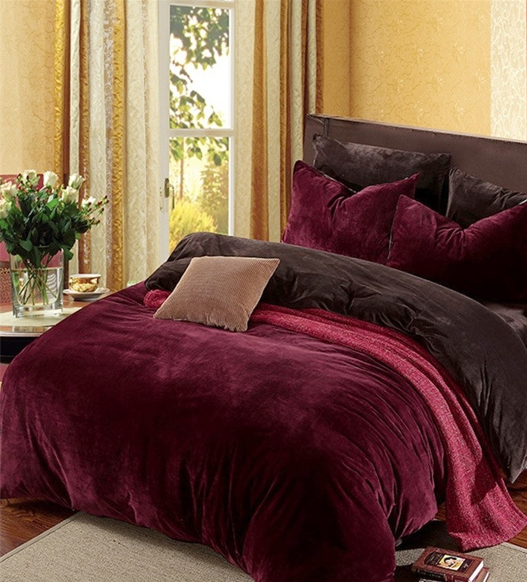 red velvet bedding