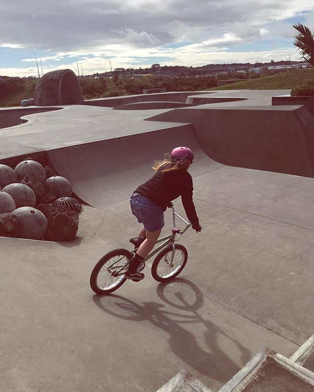 Hey 👋🏼 crew, I'm still floating about, been riding a bit on BMX lately, trying to get better on this bike while I'm at an age I still can 😂 such an awesome fun little machine! 💁🏼‍♀️ Still sewing so keep those orders flowing, link in the bio to store. Going to get to work on something new, this bike should give you the clue 😉 #stayrad #rideyourbike #bikelife #bmx #bmxgirl #mondayroots #outsidelife #nevergrowup #nevertooldtoride #biketherapy #rollingontwowheels #rideordie #flybikes #bellhelmets #elcate #vansoldskool
