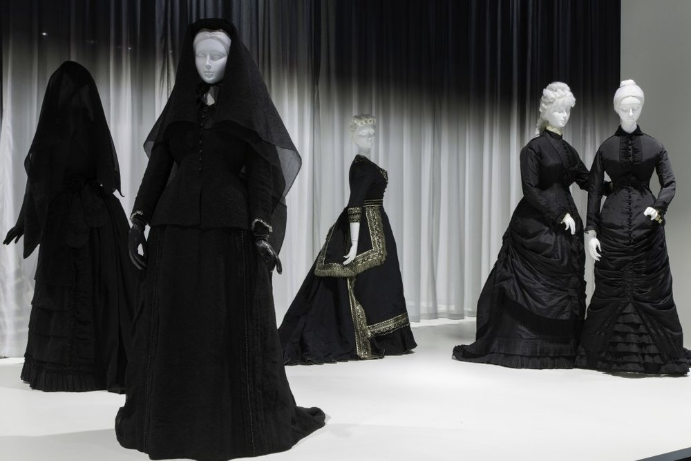 Mourning Garments from The Met Exhibition : Death Becomes Her