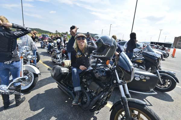 STURGIS-MOTORCYCLES-WOMEN-BIKER-BELLES-094.jpg