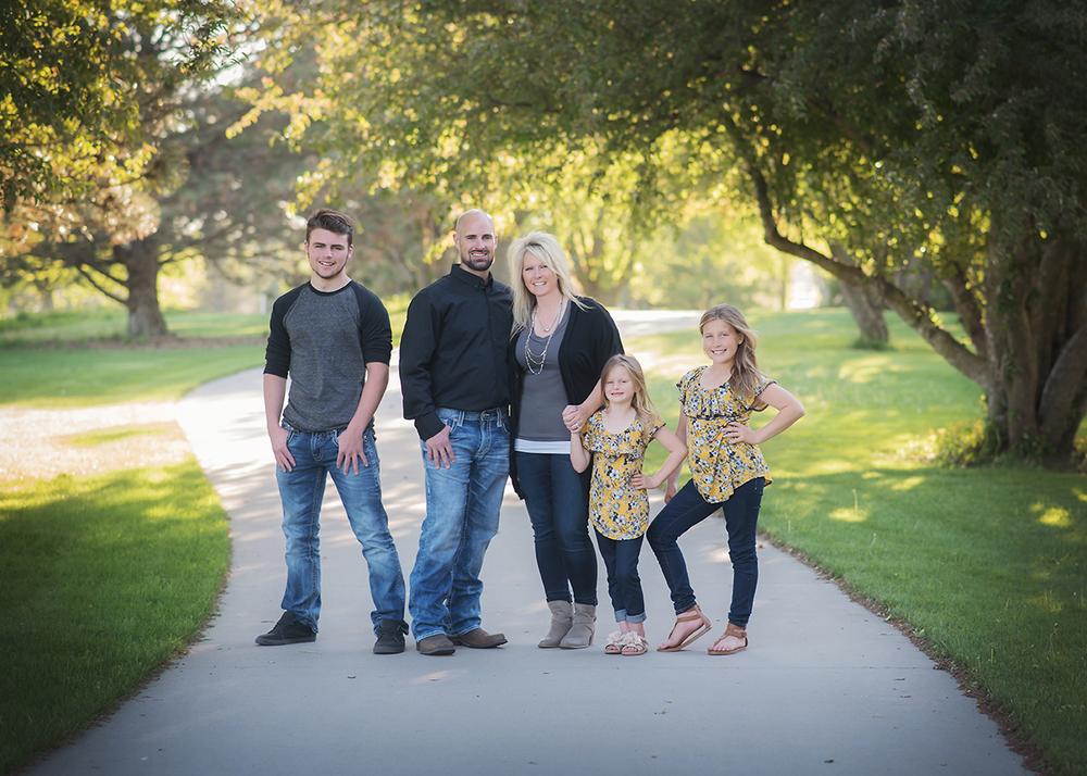 Calmer Family02 web.png