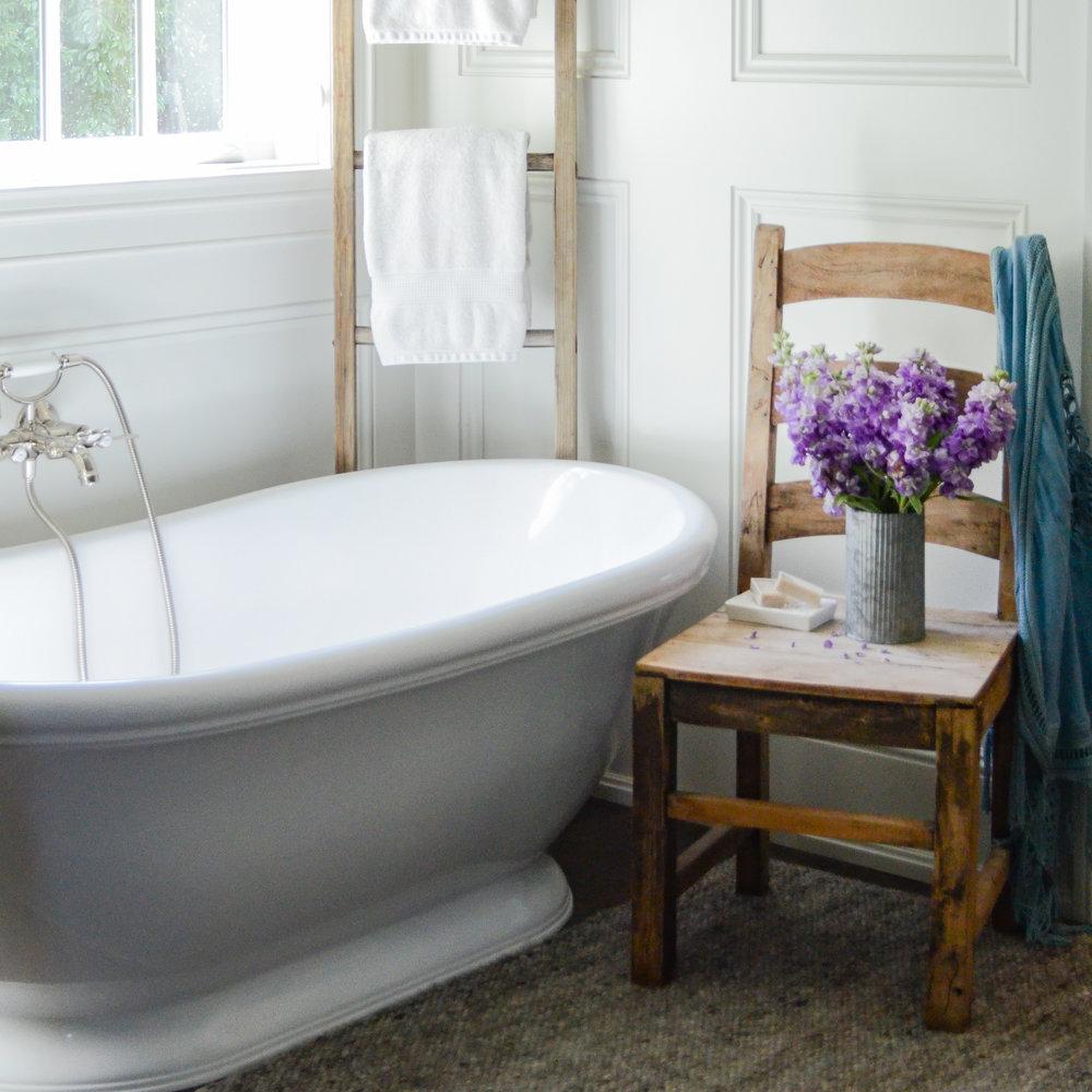 Freestanding-Bath-tub-rustic-bathroom