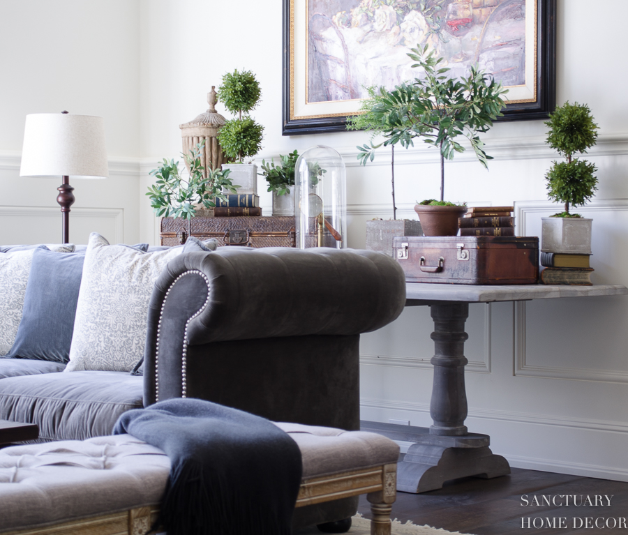 How-To-Decorate-An-Accent-Table