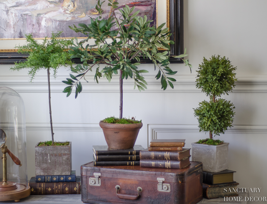 How-To-Decorate-An-Accent-Table-With-Topiaries