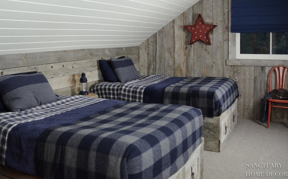Reclaimed-Barn-Wood-Bunk-Room