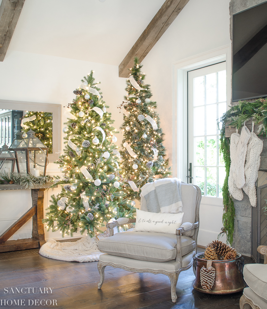 Christmas Decorating with Neutral Colors-17.jpg
