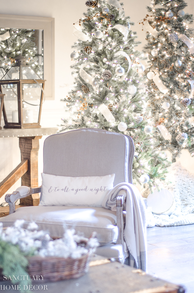 Christmas Decorating with Neutral Colors-6.jpg
