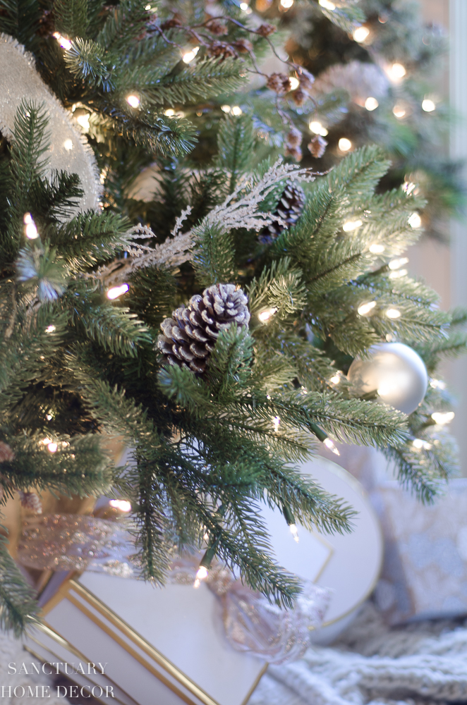 Christmas Decorating with Neutral Colors-23.jpg