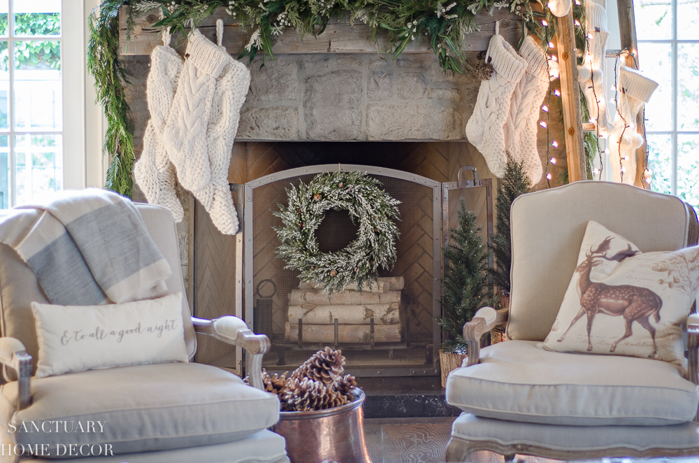 Christmas Decorating with Neutral Colors-7.jpg