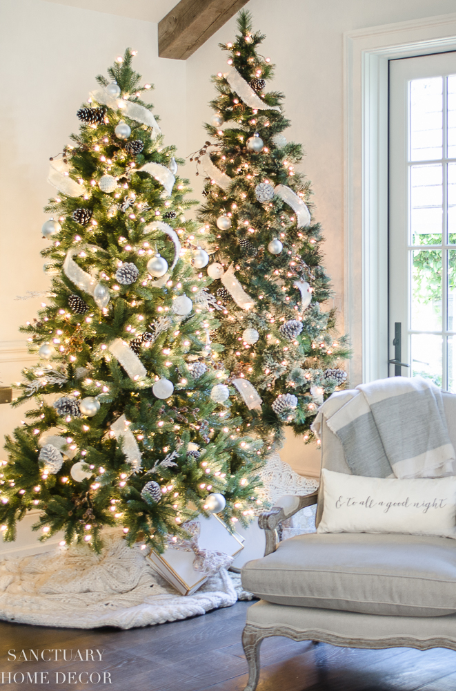 Christmas Decorating with Neutral Colors-18.jpg