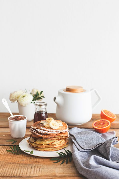 PRÉPARATION :10 MIN  CUISSON :15 MIN  Mixez tous les ingrédients dans un blender jusqu'à obtenir une pâte bien liquide.  Réservez la pâte au frais pendant 30 minutes.  Faites chauffer une poêle à sec sur feu doux.  Versez une louche de pâte dans la poêle et faites cuire le pancake 1 à 2 minutes de chaque côté.  Répétez l'opération jusqu'à cuire tous les pancakes.  Servez les pancakes chauds ou froids accompagnés de fruits de saison !