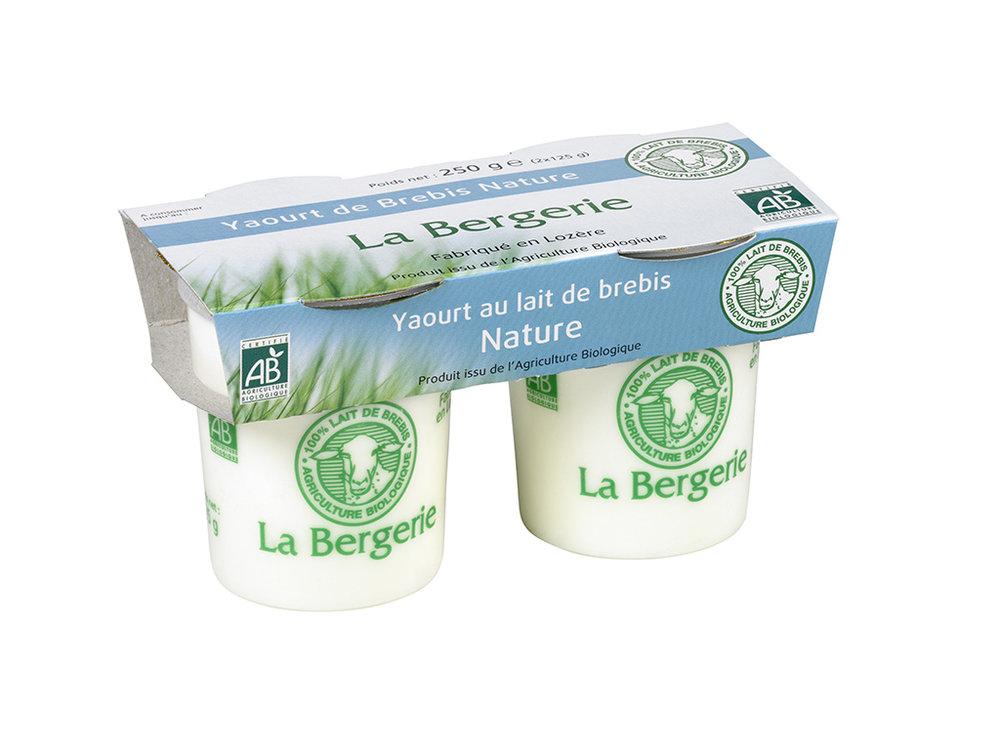 """Pour exemple. Vous trouverez ces yaourts dans tous les magasins. Avec un prix plus elevé qu'un yaourt de vache habituel.  Vous pouvez aussi prendre un yaourt de vache type """"danone"""" NATURE . Evitez les """"Activa, Perle de lait, Velouté"""" (plus gras).Prenez le plus simple possible."""