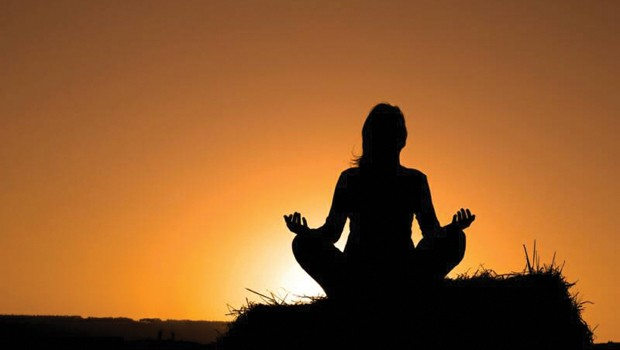 meditation_silouette_at_sunset1418664_op_800x532-adj-620x350.jpg