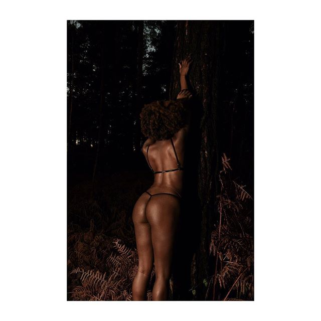 Something a little different. Woods at Dawn with Amara 🖤🔥 This babe braved the cold and frost in early December and killed it. #everybodyisabeautifulbody #rundeepboudoir #bodypositive #sexpositive #feminist