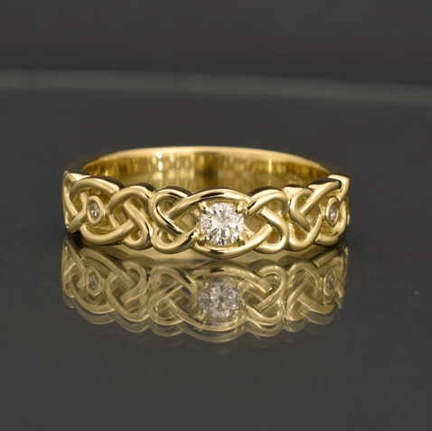 The finished ring.