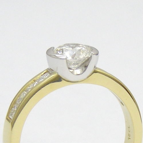 Side profile of the diamond setting