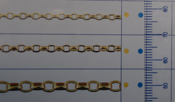 Oval Blecher chains in varying sizes.
