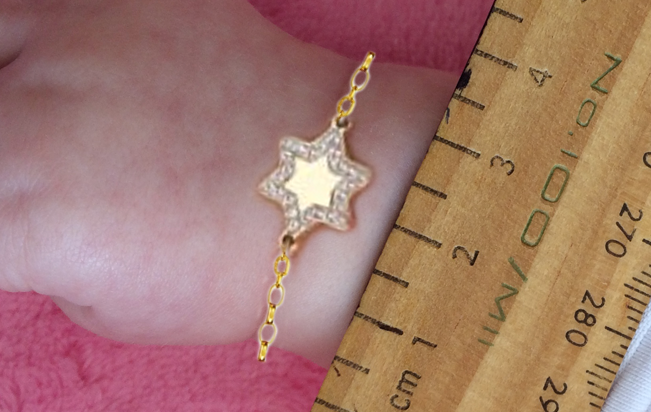 Star and chain scaled onto the Baby`s wrist.