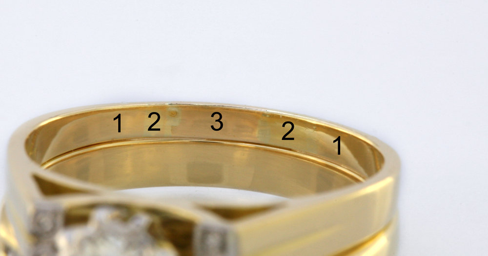 Three different colour 18ct yellow gold alloys in one ring.
