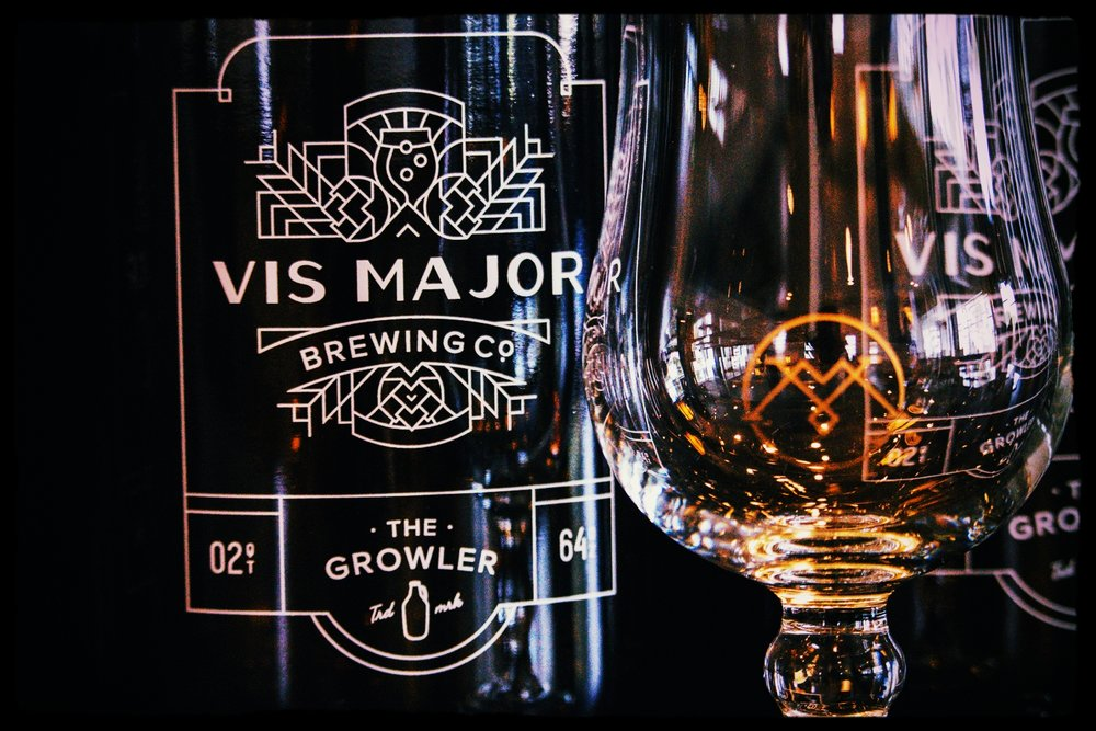 A beautiful logo embraces the glassware and growlers at Vis Major.