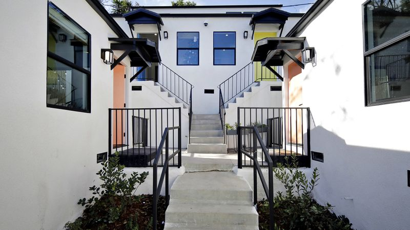 Node bungalows in Los Angeles. (Myung J. Chun / Los Angeles Times)