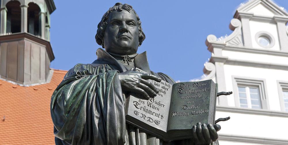 shutterstock_223567285-Martin_Luther_statue_Wittenberg-1500x754.jpg