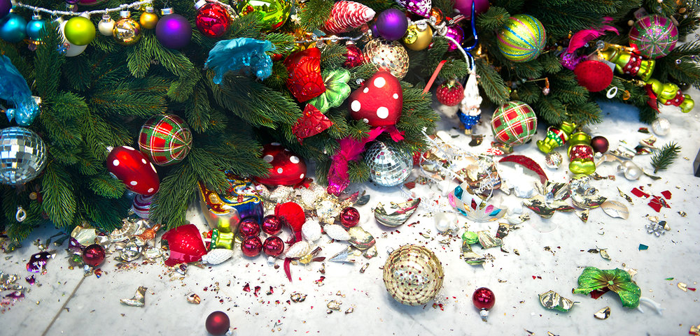 shutterstock_67728202-broken_Christmas_ornaments-1500x722.jpg