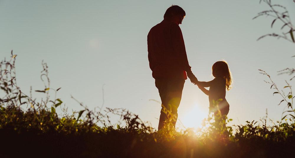 shutterstock_579947323-father_daughter_sunset-1500x806.jpg