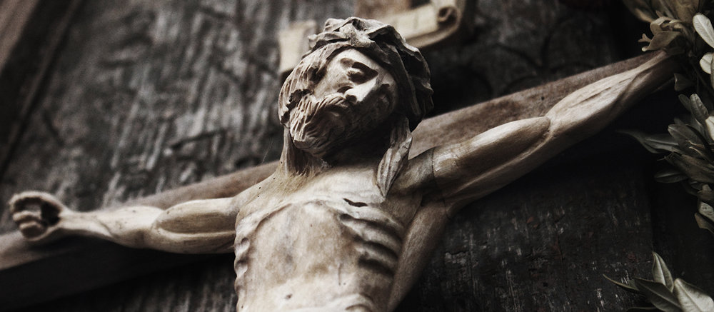 shutterstock_549117175-Christ_crucified_carving-1500x655.jpg