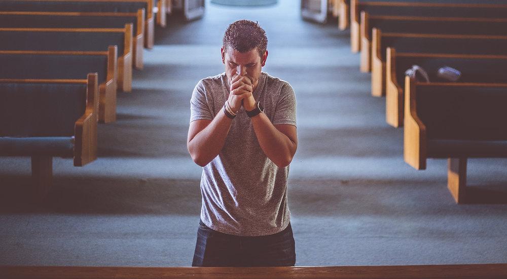 pixabay-adult-2179326_1920-man_church_prayer_altar-1500x826.jpg
