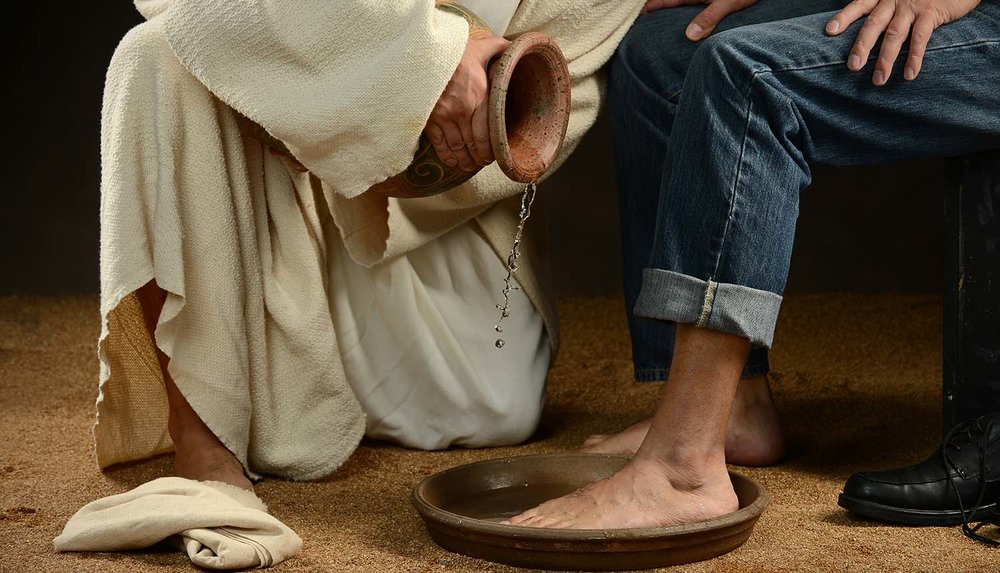 shutterstock_160401728-Jesus_washing_feet_modern_photo-1500x859-2.jpg