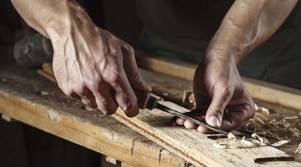 shutterstock_317141999-hands_carpenter_chiseling_wood-1500x833.jpg