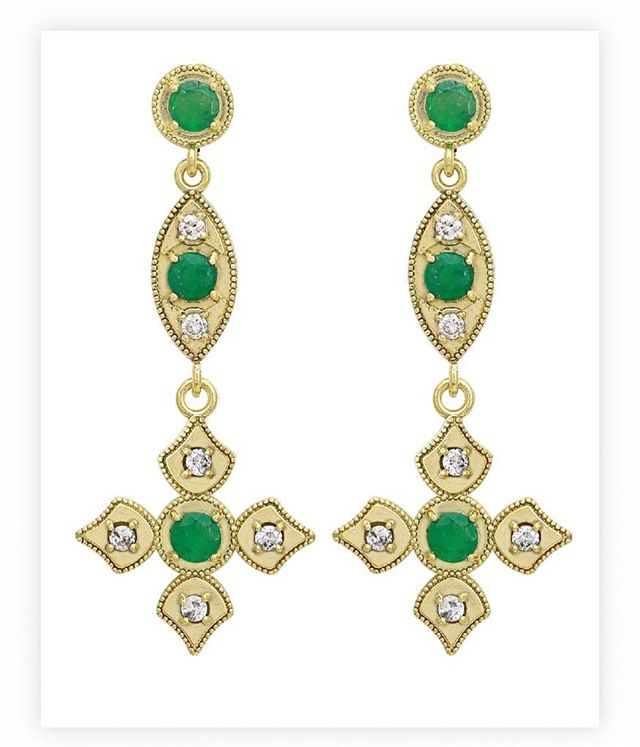 Perfect for Super Bowl weekend as these have the 🏈  in the middle!! Emeralds with full cut diamonds encrusted in 18k yellow gold.  #elegance #emerald #superbowl53 #football #diamonds #18k #18kgold #designer #designerjewelry #elegantjewelry #heirloom #redcarpet #celebrityjeweler #madeinla #santamonica #malibu #beadedjewelry #750gold #creative #earrings #dangling #jewelryporn #amynthejeweler #newdesign #jewelrystore