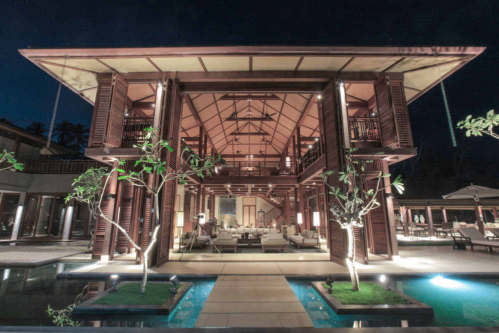 حمام السباحة والمكتبة – فيلا مونارا