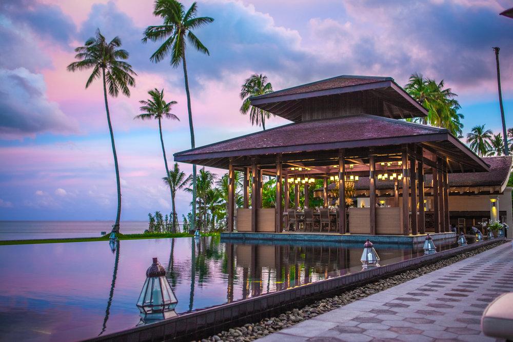 室外餐厅和42米泳池