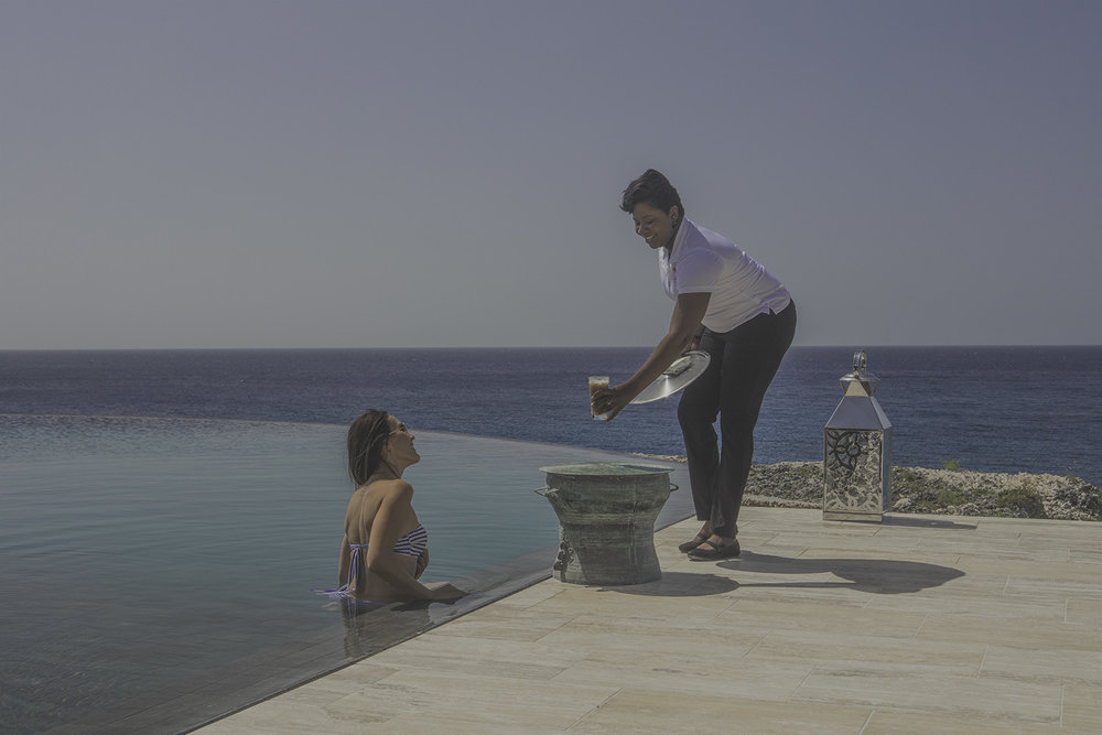 احلم بالمغامرات المثيرة والملاذات الرومانسية. جرب مهاراتك في ركوب الأمواج بالطائرة الورقية والسباحة مع السلاحف في البرية أو فقط استرخ بينما يقدم لك الخادم الشخصي الكوكتيلات في مكان خلاب على الشاطئ. -
