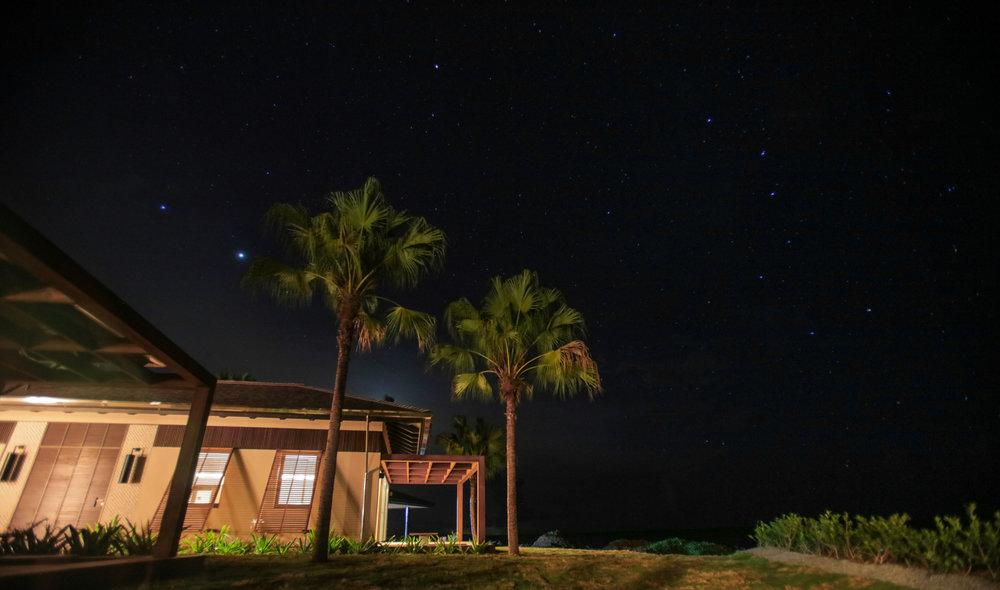 الأجنحة الرئيسية ليلاً – فيلا لاريمار