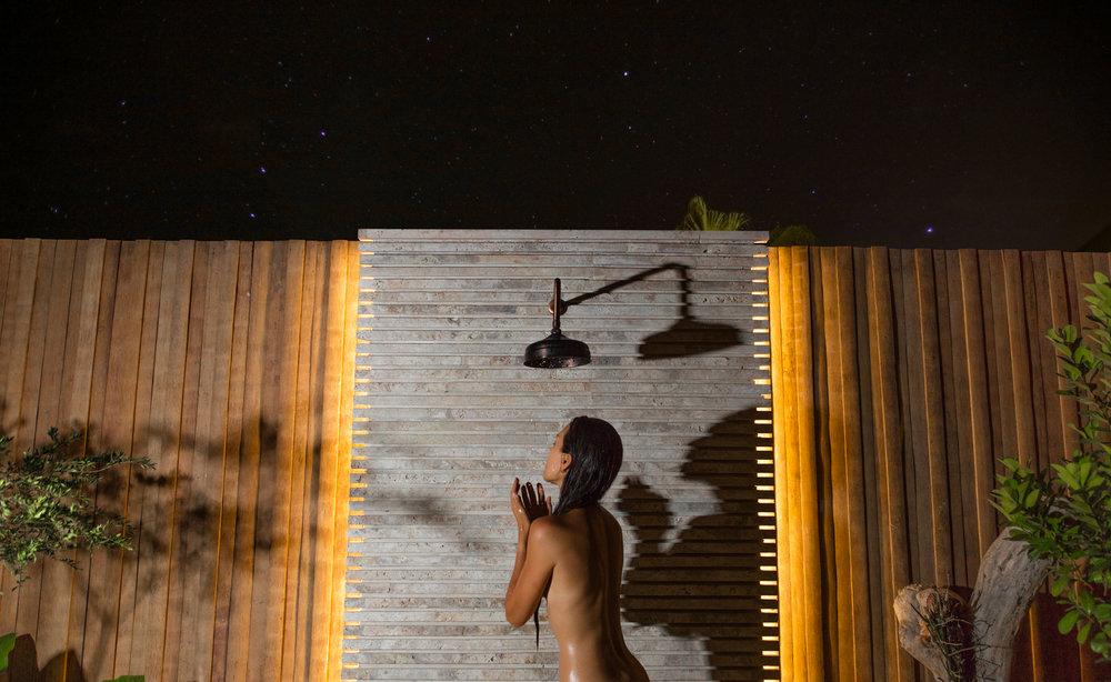 主卧套房 – 夜间的户外花洒