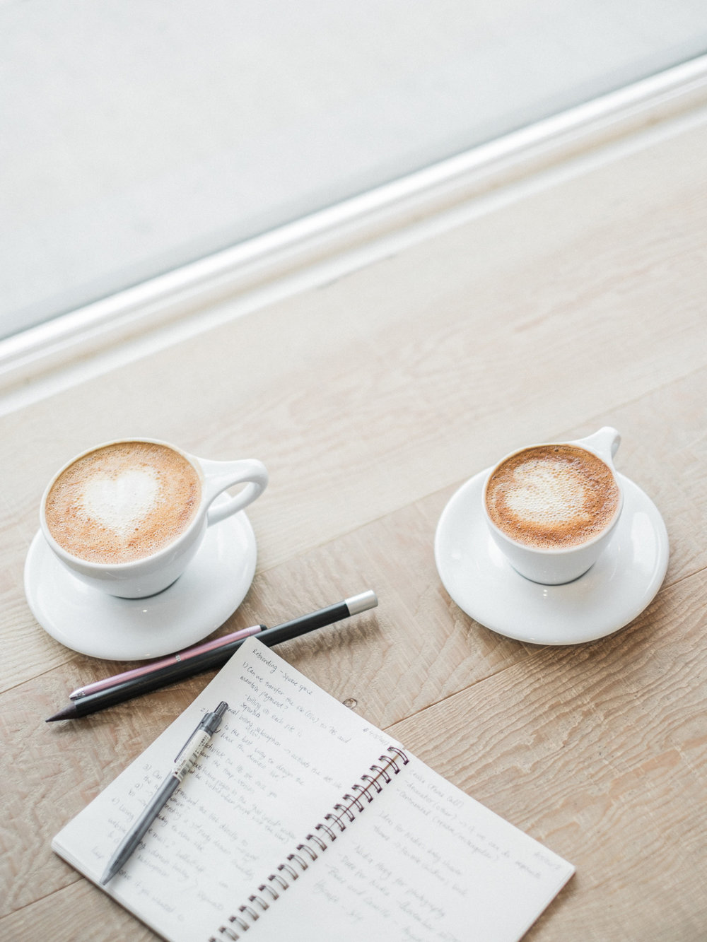 Coffee-pens-notebook-at-a-coffeeshop