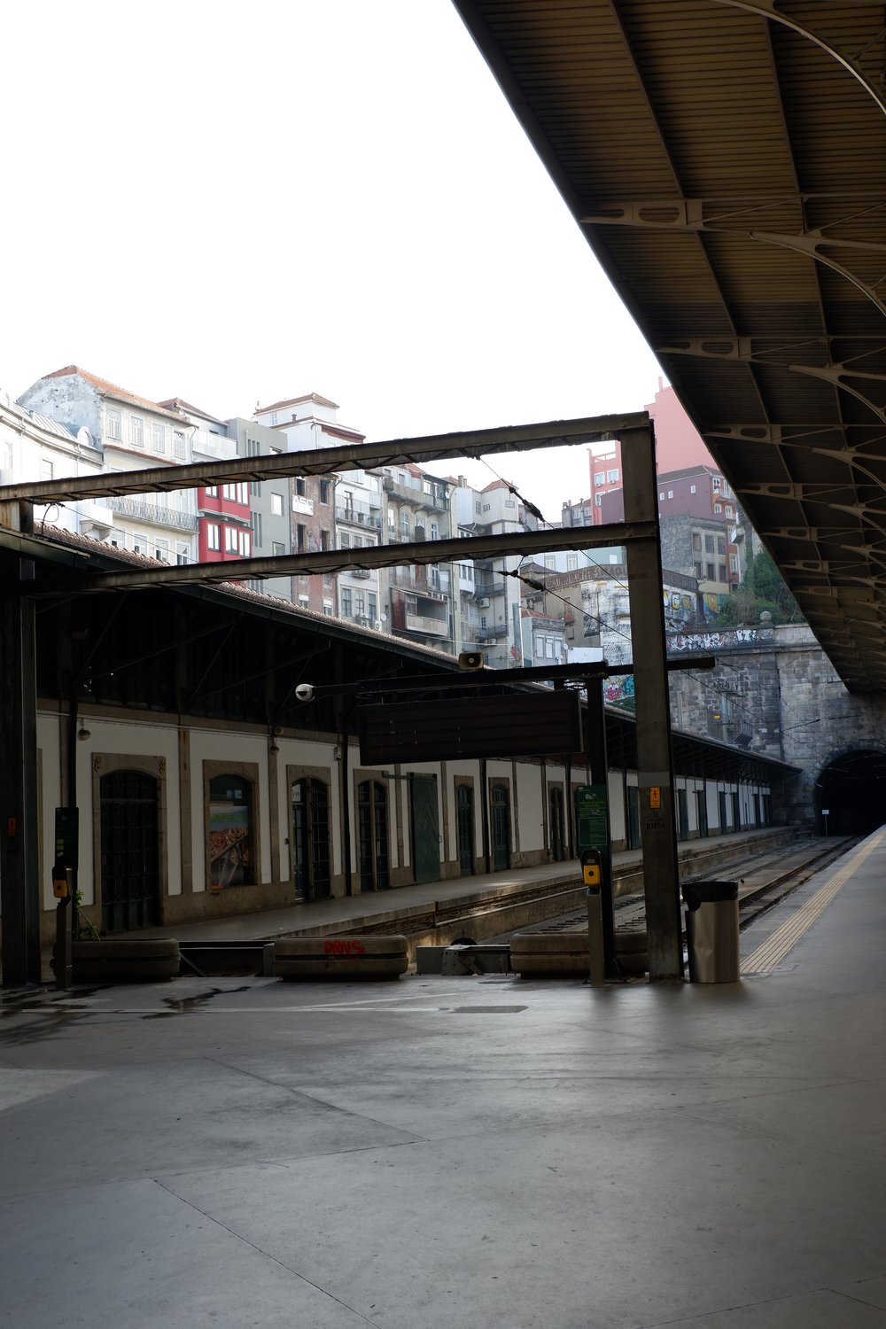 Open-air-tracks-and-tunnel-at-Porto-metro-station