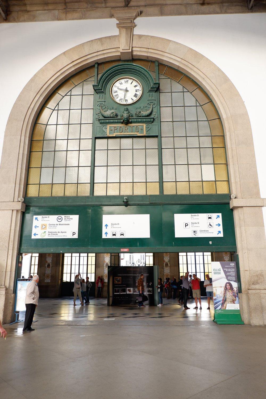 Entrance-to-Porto-metro-station